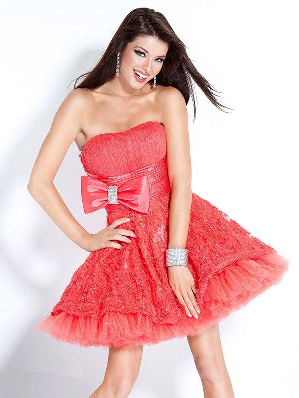 8b8d6eecb424 Μίνι μήκος μήκος φόρεμα θα επιλέξει τα κορίτσια που αγαπούν τη διακριτική  κομψότητα και προσπαθούν να αποδείξουν ότι είναι αρκετά μεγάλα και καλά  έμπειρα ...
